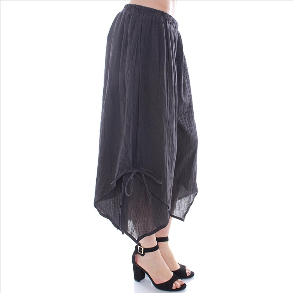 Chic Side-Tie Capris - Black