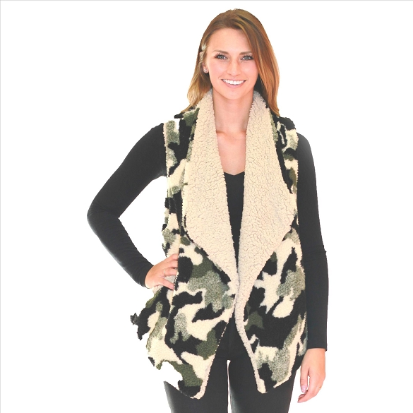 6 Pack Fur-Lined Vests with Pockets - Camo